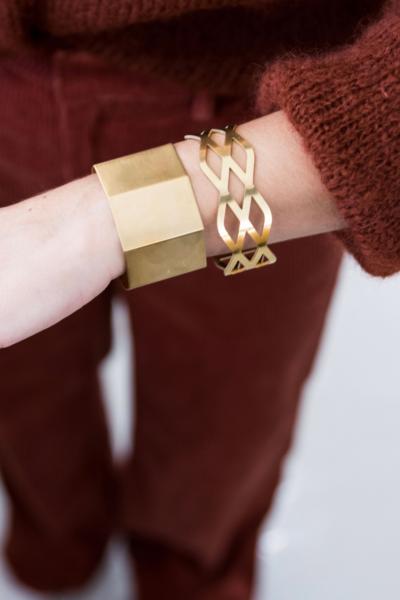 Brede vergulde armband met patroon